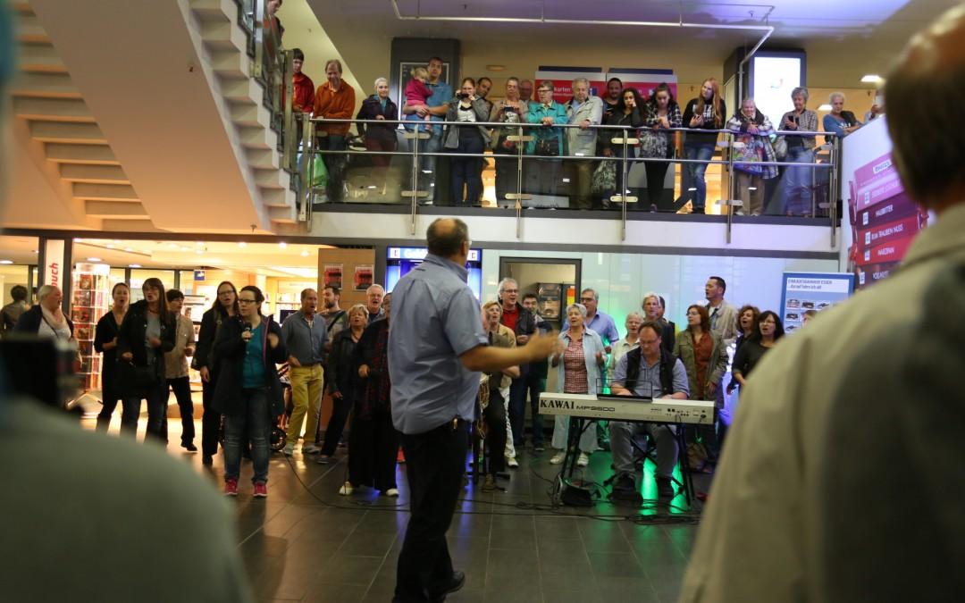 Gospelchor Flashmob am Essen Haubtbahnhof