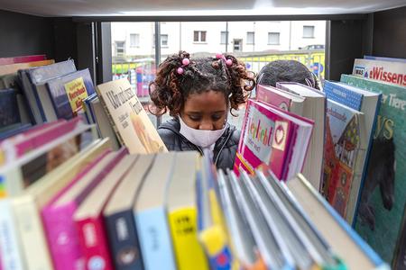 Kinderbücherschrank auf dem Storpplatz